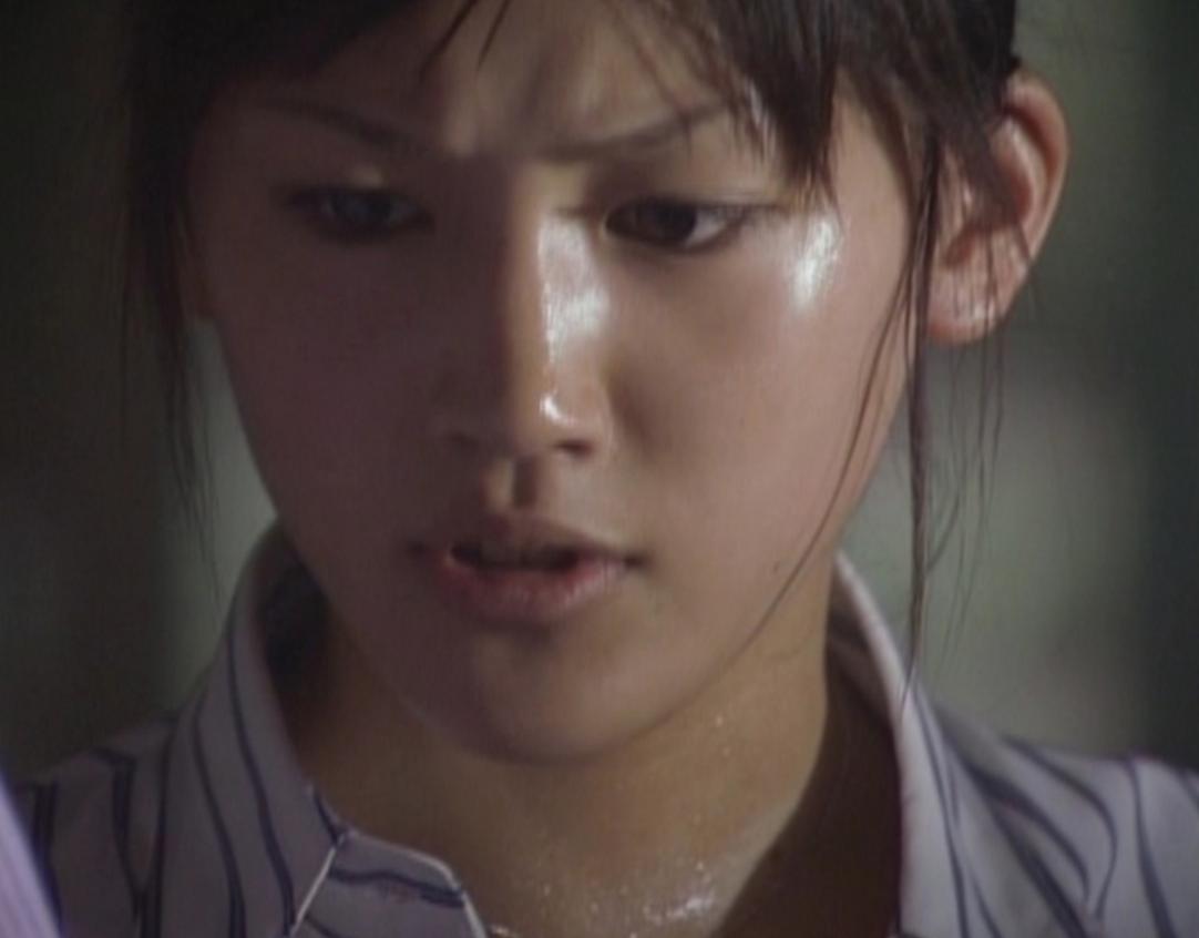 2001年「金田一少年の事件簿」で女優デビュー