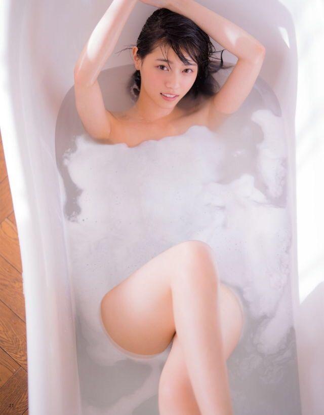 お風呂にまったりと浸かって疲れを取る西野七瀬