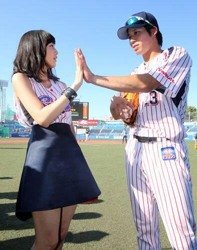 鷲見玲奈さんと山田哲人さんの2ショット画像