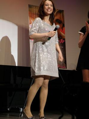 ミニスカート姿の葉山エレーヌさん