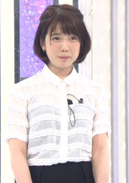 白シャツの弘中綾香