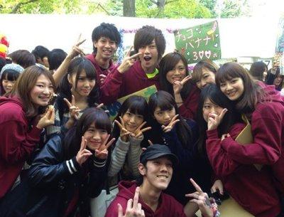 メンバー同士で青山学院の文化祭に参加