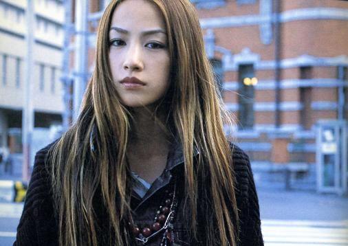 2010年、耳の病気を理由に歌手活動を休止