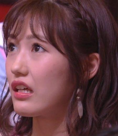 須藤凛々花の結婚発表を受けて口が開いている渡辺麻友の画像