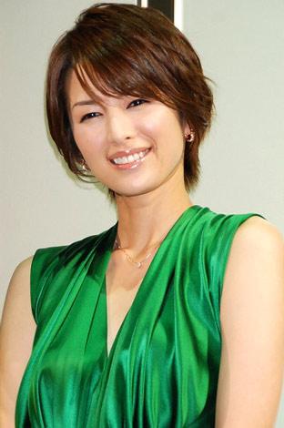 グリーンドレスの吉瀬美智子